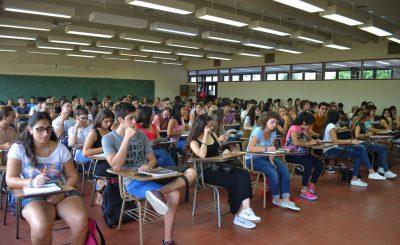 Imagen ilustrativa de estudiantes en aula